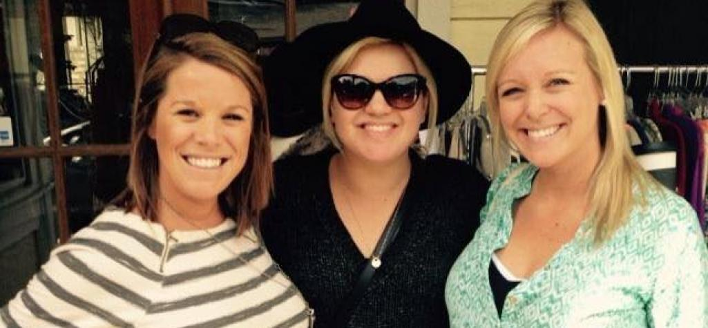 Kelly Clarkson in downtown bluffton